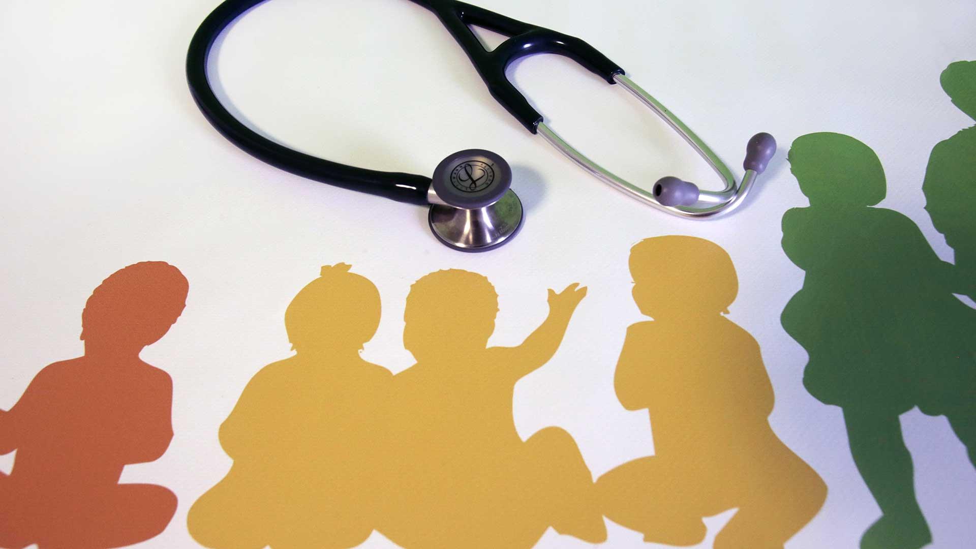 Stethoskop auf Kinderarzt-Logo
